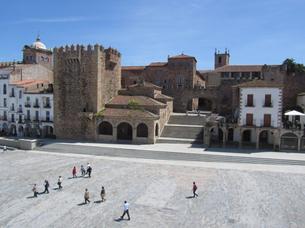 1.Mural-Plaza-Mayor_ayto.caceres